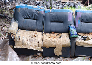 sofa altes verlassen fabrik stockfoto fotografien und clipart fotos suchen csp6068004. Black Bedroom Furniture Sets. Home Design Ideas