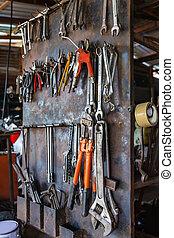 altes , wand, metall, werkstatt, hängender , werkzeuge
