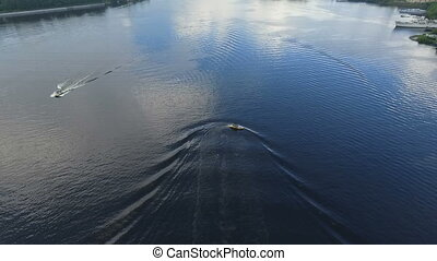 altitude., aérien, boat., trace, très, suit, sur, surface, rapidement, eau, petit, river., appareil photo, bas, moteur, ondulation, vue., glissements, bateau, dehors