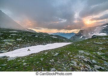 altitudine alta, alpino, paesaggio, e, cloudscape, a, tramonto