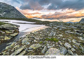 altitudine alta, lago alpino, e, cloudscape, a, tramonto