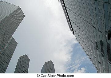 alto, edificios, cielo, contra, nublado
