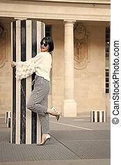 alto, esterno, scarpe, atteggiarsi, parigi, fascino, france., ragazza, tallone, sguardo