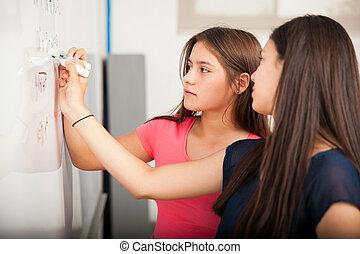 alto, estudantes, escola, resolvendo problema