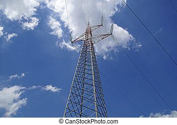 alto voltaje, líneas de alimentación, intersecarse, en, un, grande, metal, poste, en, maine, contra, azul, sky.