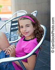 aluminium, buiten, meisje, zittende , het glimlachen, stoel