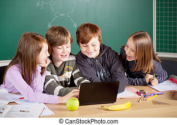 alumnos, con, computador portatil