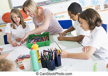 alumnos, y, su, profesor, en, un, clase de arte