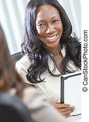 américain africain, femme affaires, utilisation, tablette, informatique