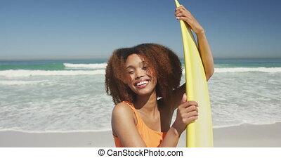 américain, africaine, planche surf, tenue, elle