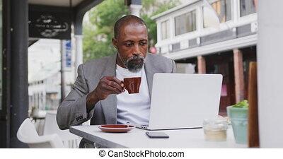 américain, homme africain, utilisation, café buvant, ...