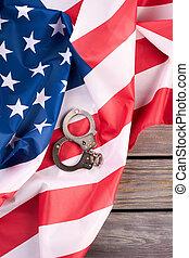 américain, justice, menottes, sur, drapeau, sommet, vue.