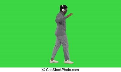 américain, key., vert, écouteurs, jeune, afro, désinvolte, chroma, marche homme, écran