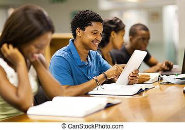 américain, mâle, étudiant université, africaine