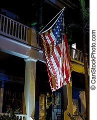 américain, porche, drapeau, éclairé