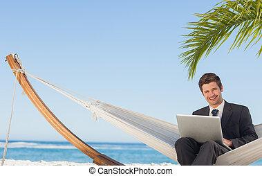 amaca, seduta, laptop, dall'aspetto, macchina fotografica,...