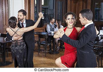 amaestrado, mujer sonriente, tango, socio