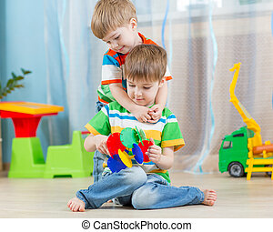 amando, crianças, irmãos, jogue, brinquedos educacionais, dentro