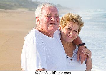amando, par velho, ligado, praia