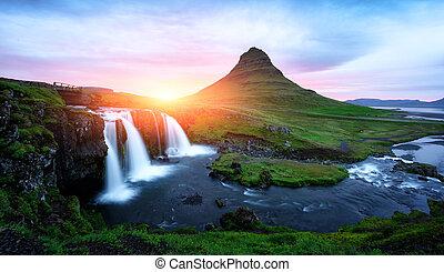 amanecer pintoresco, en, kirkjufellsfoss, cascada
