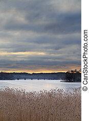 amanhecer, sobre, lago congelado