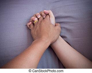 amant, lit, mains