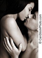 amantes, abrazo, íntimo