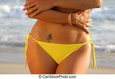 amarela, tatuagem, biquíni, midriff, rosa, mulher, praia.