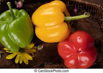 amarela, vermelho, verde, pimentões