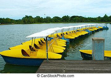 amarelo azul, water-cycle, bote, parque