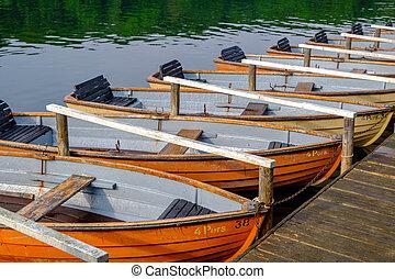 amarrado, barcos remos