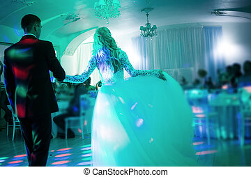 Amazing first wedding dance on heavy smoke. The toning and...