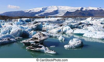 Amazing view of glacial lake Jokulsarlon in Iceland -...