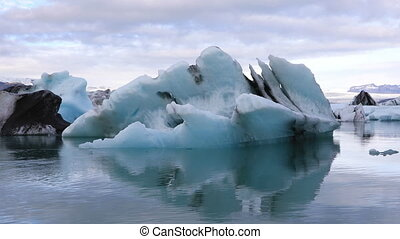 Amazing view of glacial lake Jokulsarlon, Iceland