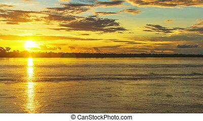 amazone, dramatique, coucher soleil, rivière