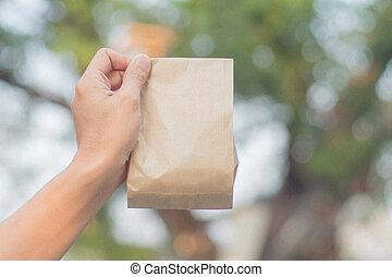 ambacht, houden, op, overhandiig zak, papier, afsluiten