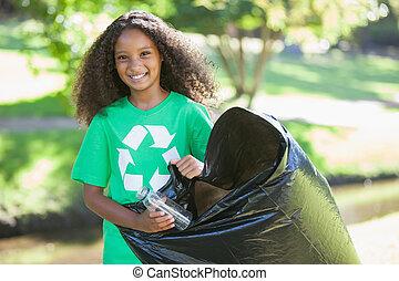 ambiant, cueillette, activiste, déchets ménagers, sourire, appareil photo, jour ensoleillé, haut, jeune