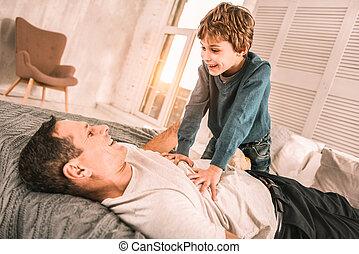 ambitiøse, ophids, barn, fortælle, hans, opmærksom, far, en, raffineret, joke.