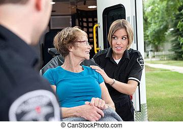 ambulancia, trabajador, con, paciente