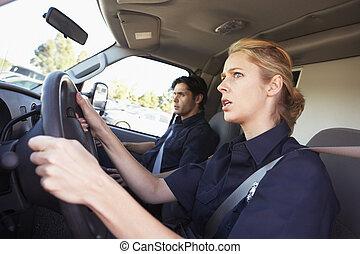 ambulans drivrutin, och, kollega, på, den, väg, till, en,...