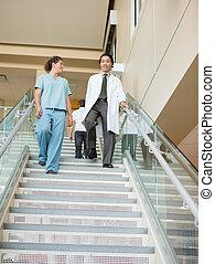 ambulante, doctor, hospital, abajo, enfermera, escaleras