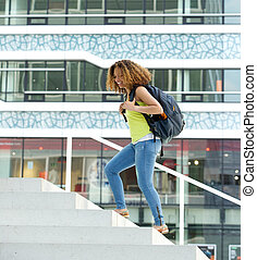 ambulante, estudiante femenino, campus