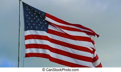 American Flag and Sky with Cloudy Clouds, 4K video - ...