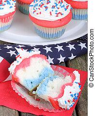 American Holiday Cupcake