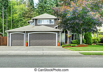 American house exterior with curb appeal - American house...