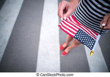 american woman, lobogó, hatalom kezezés