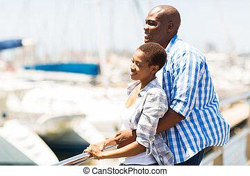 americano, africano, coppia, daydreaming, giovane