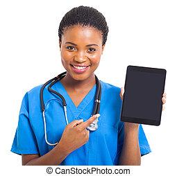 americano africano, enfermeira, apontar, tabuleta, computador