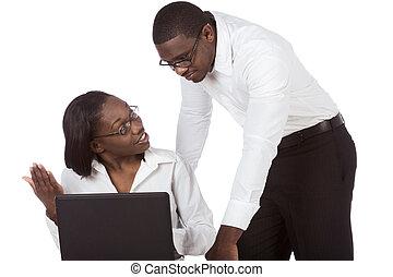 americano africano, estudante adulto, par, por, laptop