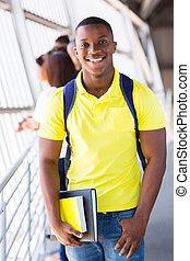 americano africano, estudante universitário, ligado, campus